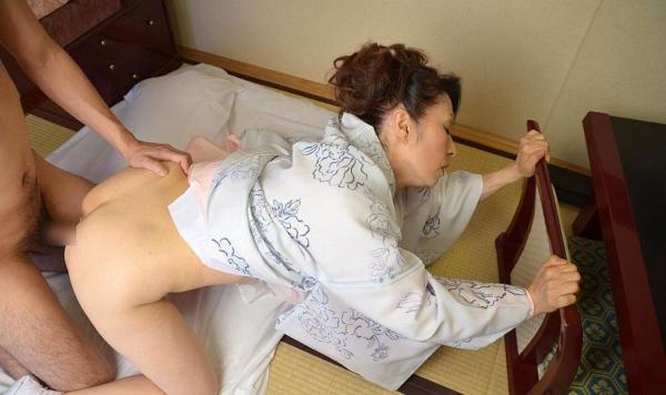 老化が否めない五十路の着物熟女のセックス画像22枚の21番