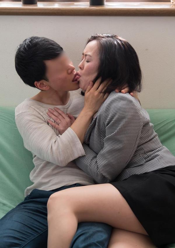 アラフィフ熟女達の貪欲な濃密セックス画像30枚の012枚目