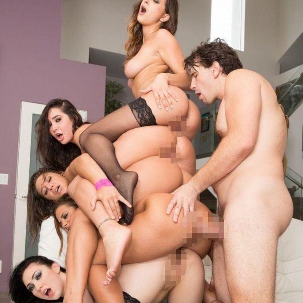 ハーレム画像 5人の女が裸でご奉仕!羨ましい6Pセックス13枚の1