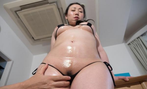 バスト90cm以上の巨乳な熟女のエロ画像60枚の41枚目