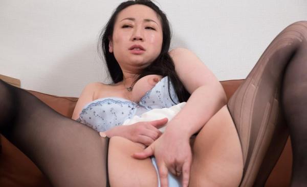 バスト90cm以上の巨乳な熟女のエロ画像60枚の43枚目