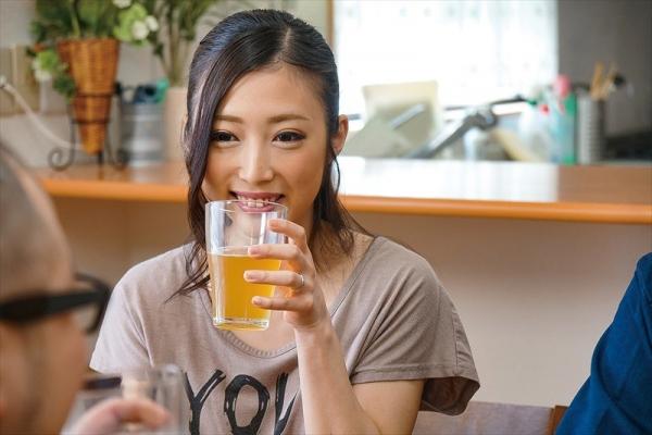 30代美熟女 阿部栞菜 微乳スレンダー美女エロ画像82枚のc02枚目