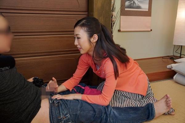 30代美熟女 阿部栞菜 微乳スレンダー美女エロ画像82枚のc05枚目