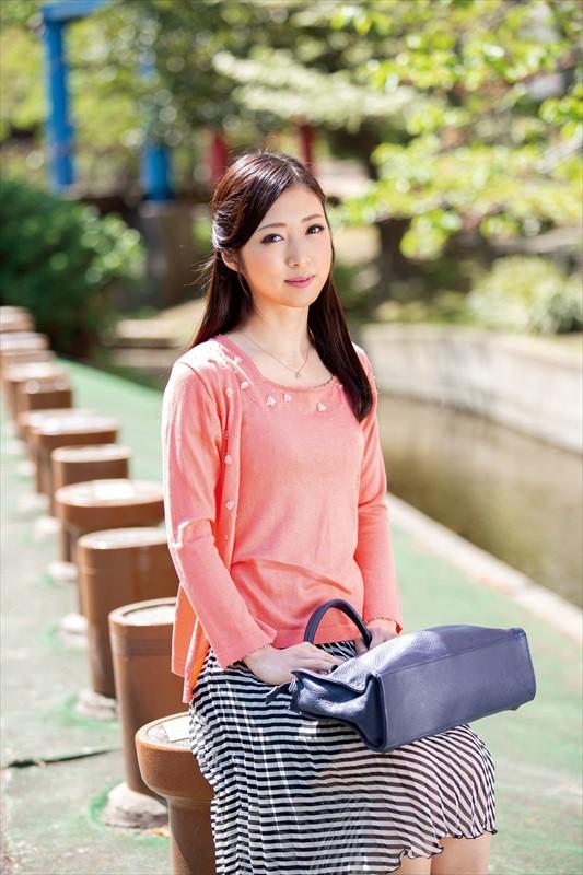 30代美熟女 阿部栞菜 微乳スレンダー美女エロ画像82枚のc17枚目