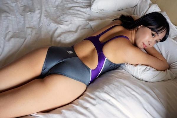 ピタピタに体に張り付いた競泳水着のエロ画像 愛里るい44枚の014枚目