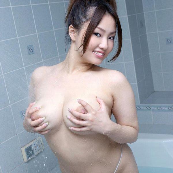 懐エロ 相内リカ 垂れ乳 離れ乳のHカップ爆乳美女エロ画像70枚の1