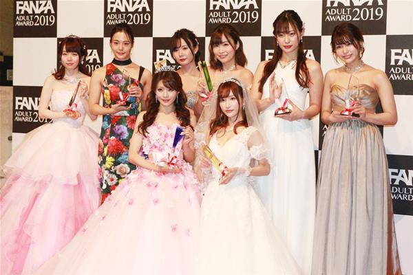 相沢みなみ FANZAアダルトアワードで最優秀女優賞を受賞!エロ画像51枚のa008枚目
