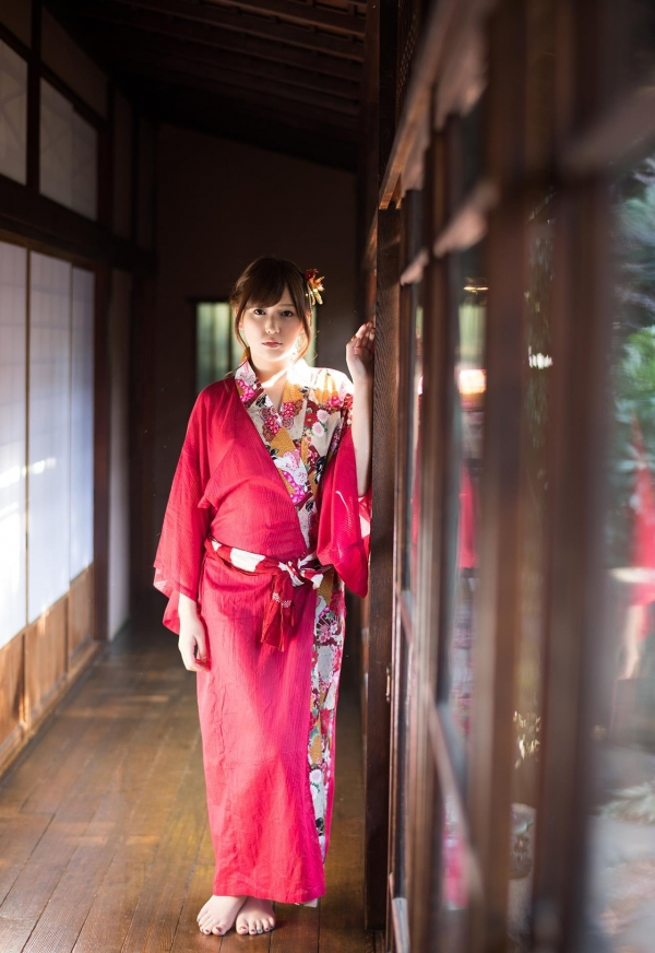 襦袢エロ画像 赤い肌衣の和服美女102枚の01枚目