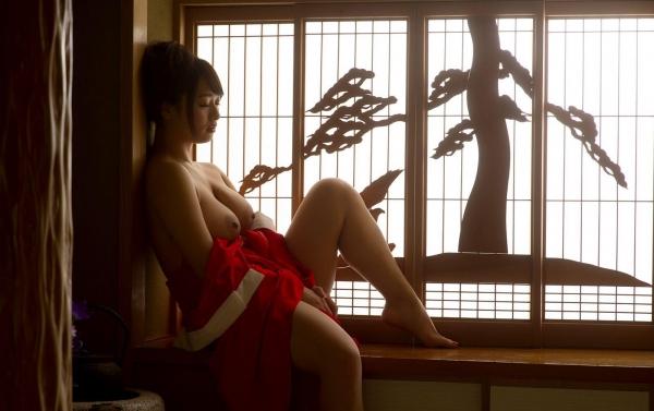 赤い襦袢の美女エロ画像 和装のセクシーランジェリー100枚の38枚目