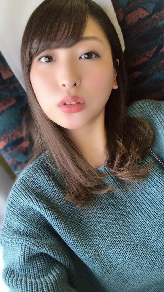 秋山祥子 美巨乳 美脚の再ブレイク美女エロ画像56枚のa02枚目