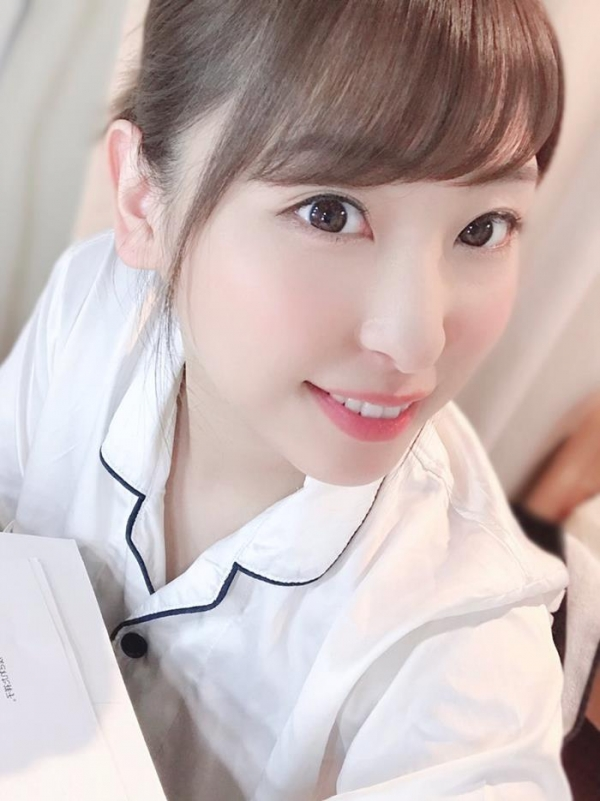 秋山祥子 美巨乳 美脚の再ブレイク美女エロ画像56枚のa09枚目
