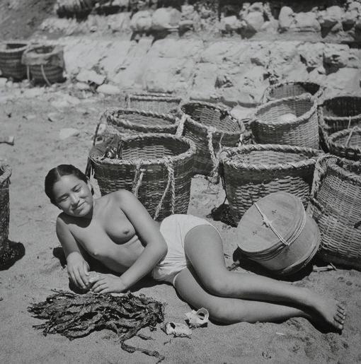 海女さんエロ画像 おっぱい丸出しふんどし姿の熟女40枚の025枚目