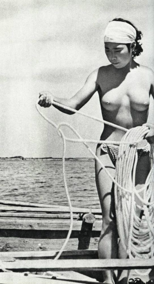 海女さんエロ画像 おっぱい丸出しふんどし姿の熟女40枚の039枚目
