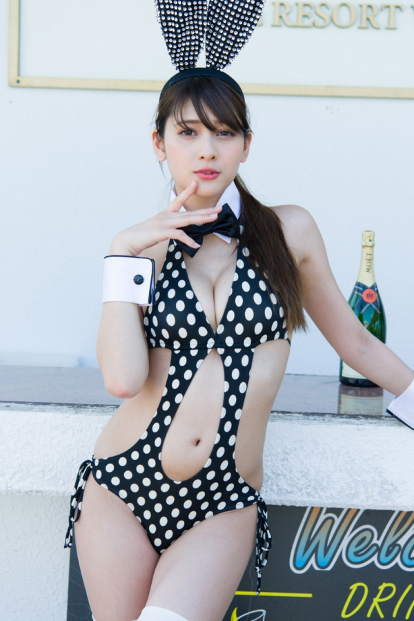 アンジェラ芽衣 10頭身の美エロボディ水着画像40枚のa025枚目