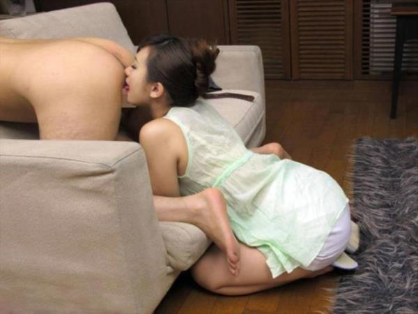 アナル舐め画像 女の子が男の肛門をペロペロ舐めてる70枚の22枚目