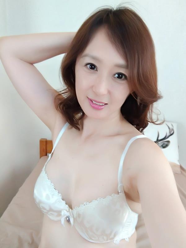 安野由美(あんのゆみ)五十路の美熟女 エロ画像65枚のa002枚目