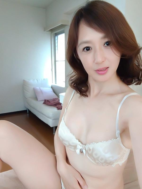安野由美(あんのゆみ)五十路の美熟女 エロ画像65枚のa003枚目
