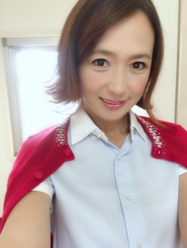 安野由美(あんのゆみ)五十路の美熟女 エロ画像65枚のa015枚目