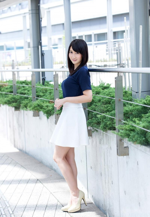 葵千恵 無修正で人気のGカップ淫乱美女エロ画像55枚のa002枚目