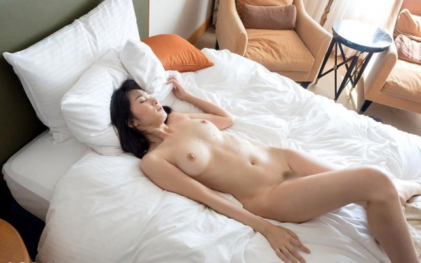 葵千恵 無修正で人気のGカップ淫乱美女エロ画像55枚のa045枚目