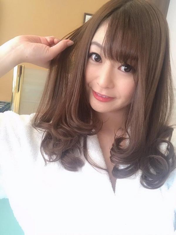 葵百合香(東出香 )ムッチリGカップの美脚美女エロ画像50枚の008枚目