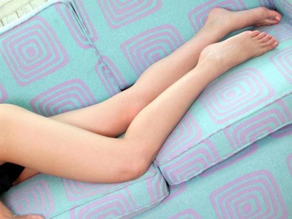 足首がキュッと細く締まった綺麗な脚のエロ画像60枚の034枚目