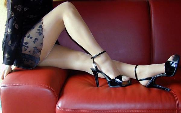 足首がキュッと細く締まった綺麗な脚のエロ画像60枚の038枚目