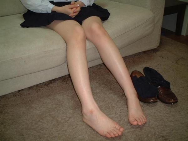 足首がキュッと細く締まった綺麗な脚のエロ画像60枚の055枚目