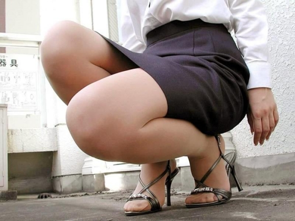 足首がキュッと細く締まった綺麗な脚のエロ画像60枚の060枚目