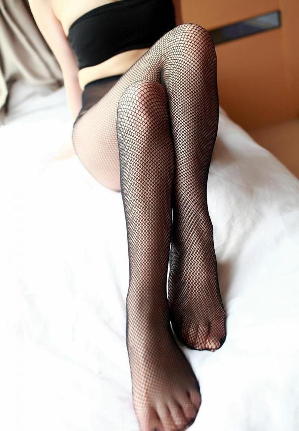 足を組む女のエロ画像 綺麗な脚を重ねて座る美女50枚の048枚目