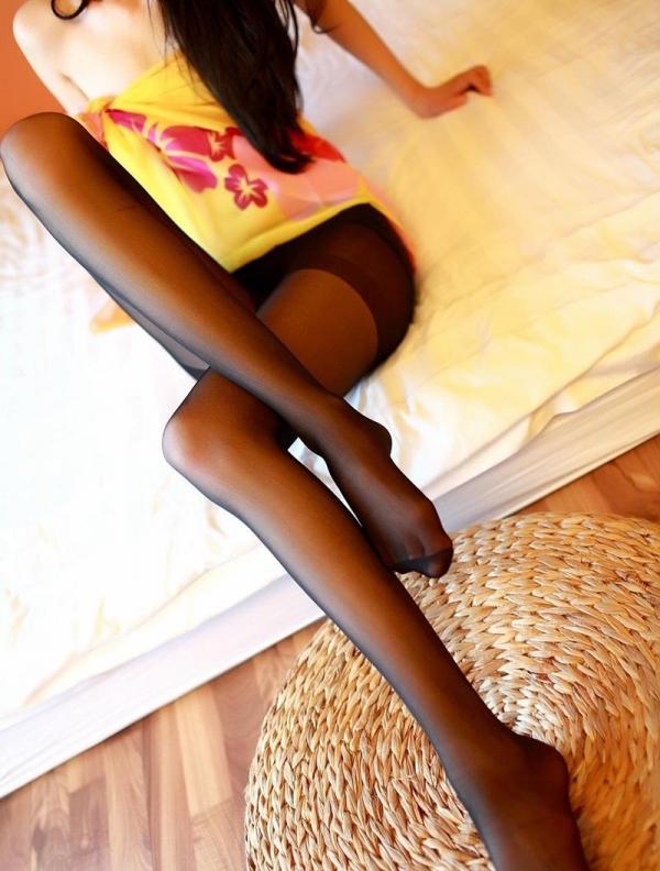 足を組む女のエロ画像 綺麗な脚を重ねて座る美女50枚の049枚目