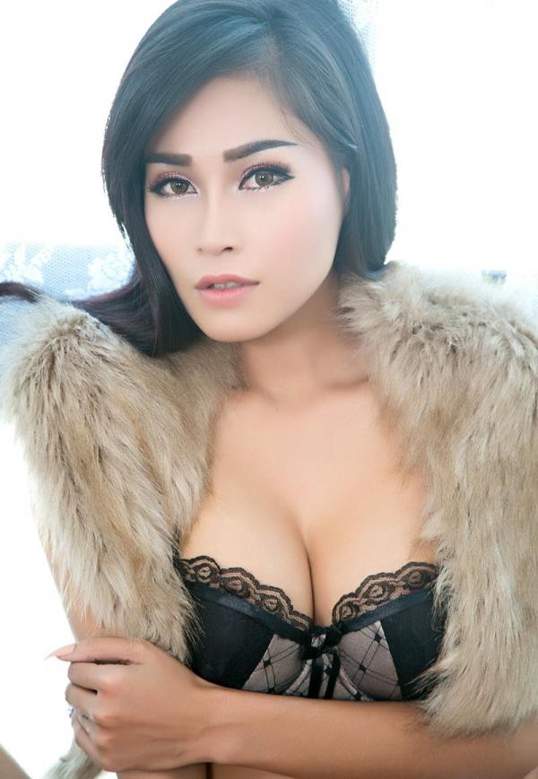 東南アジアのスレンダー美巨乳なお姉さんヌード画像44枚の18枚目