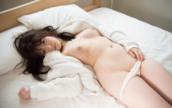 飛鳥りん 乃木坂46を辞退したパイパン娘ヌード画像140枚の129枚目