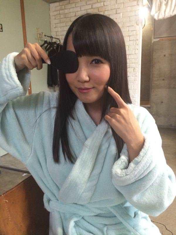 AV女優が撮影現場でバスローブを着てる画像40枚の23枚目