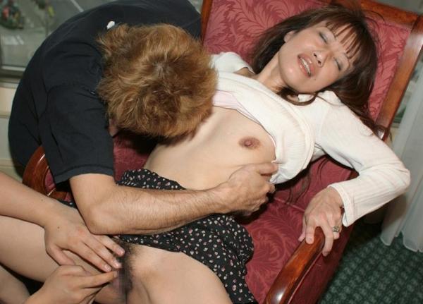 人妻セックス画像 小さなオッパイの奥様達の卑猥な姿70枚の03枚目