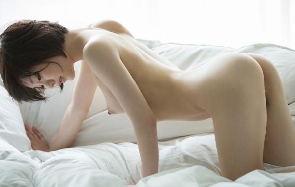 お尻が綺麗でスタイル抜群なAV女優のヌード画像100枚の088.png