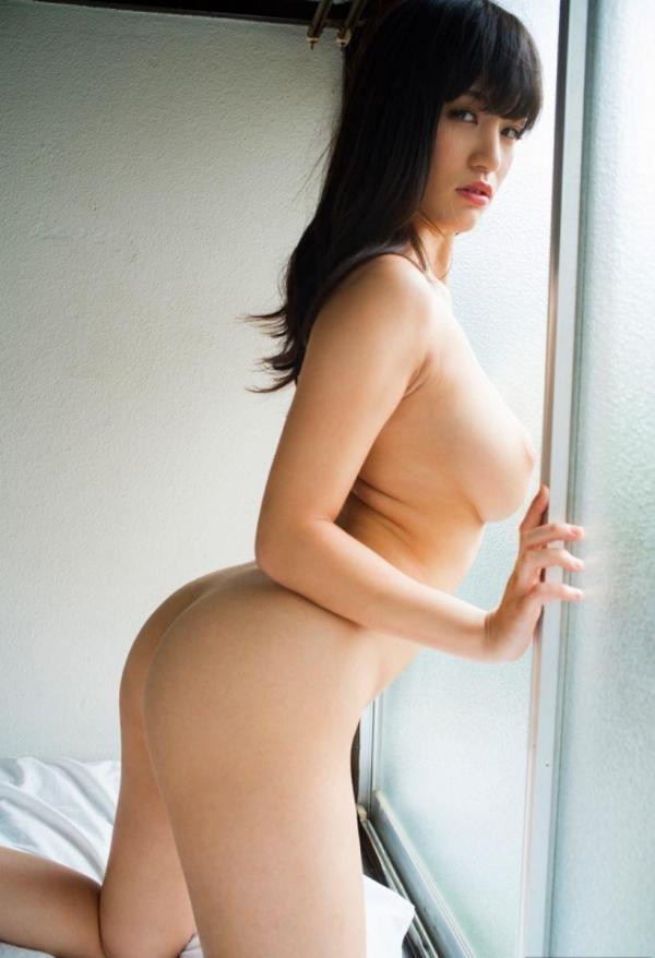 お尻が綺麗でスタイル抜群なAV女優のヌード画像100枚の090枚目