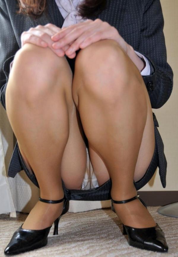 ベージュバンストを穿くOLの脚のエロ画像82枚の16枚目
