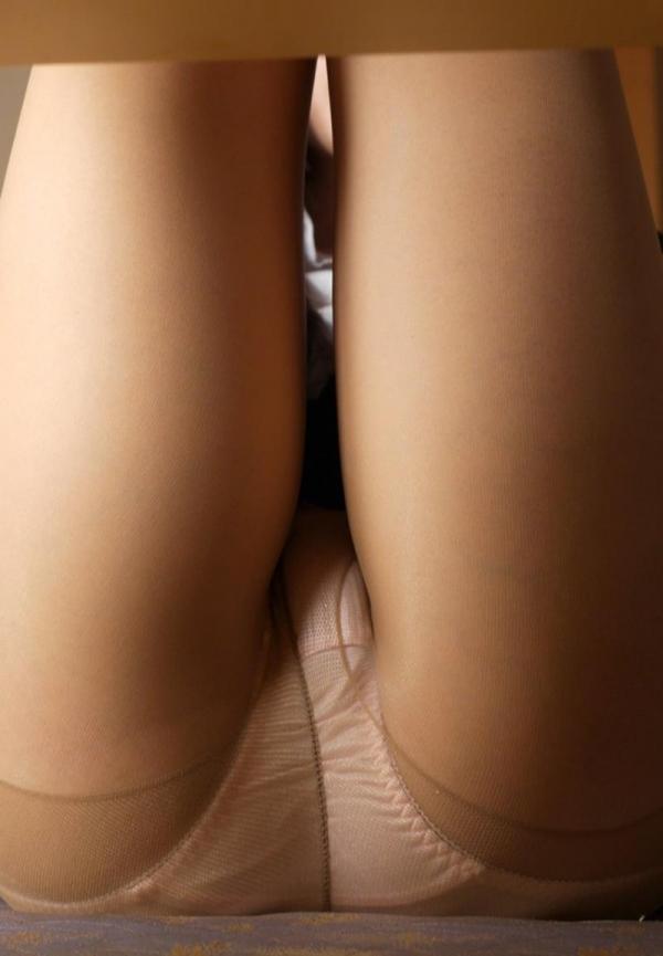ベージュバンストを穿くOLの脚のエロ画像82枚の18枚目