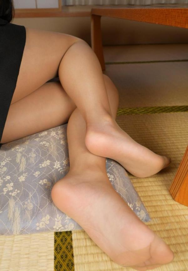 ベージュバンストを穿くOLの脚のエロ画像82枚の19枚目