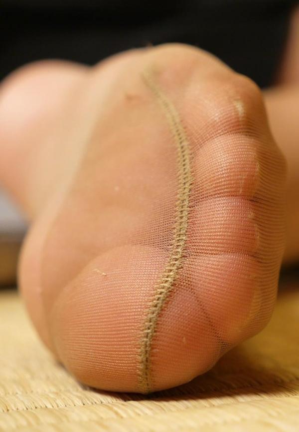 ベージュバンストを穿くOLの脚のエロ画像82枚の23枚目