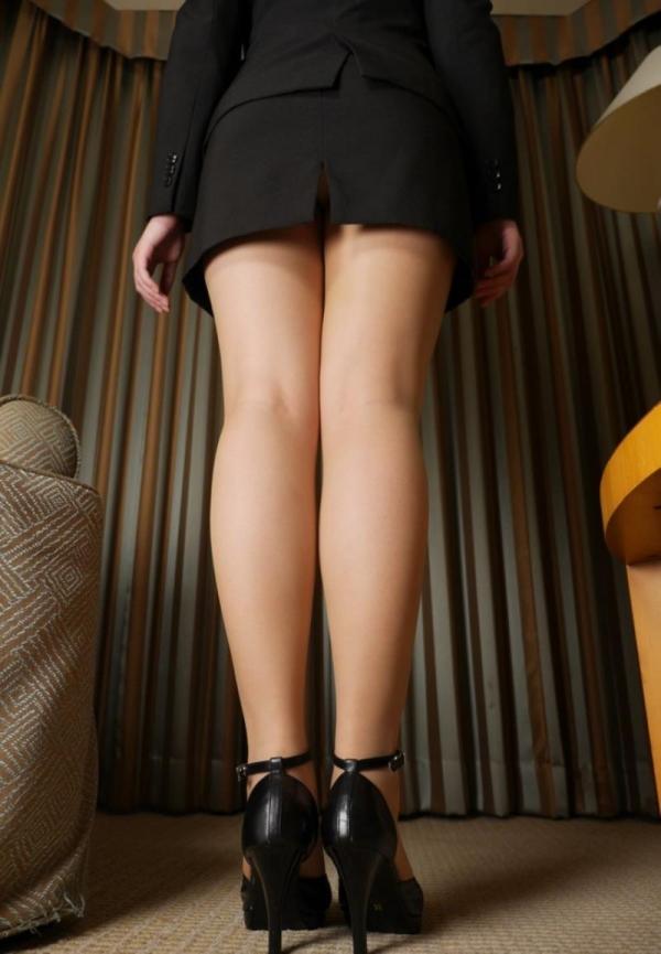 ベージュバンストを穿くOLの脚のエロ画像82枚の31枚目