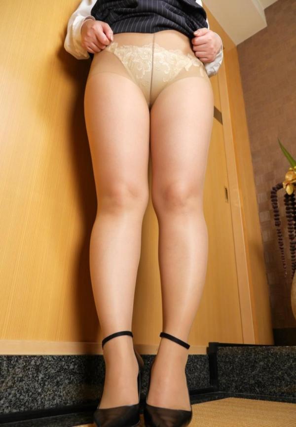 ベージュバンストを穿くOLの脚のエロ画像82枚の33枚目