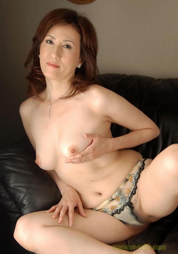 美熟女ヌード画像 妖艶な色香に包まれた美貌60枚の024枚目