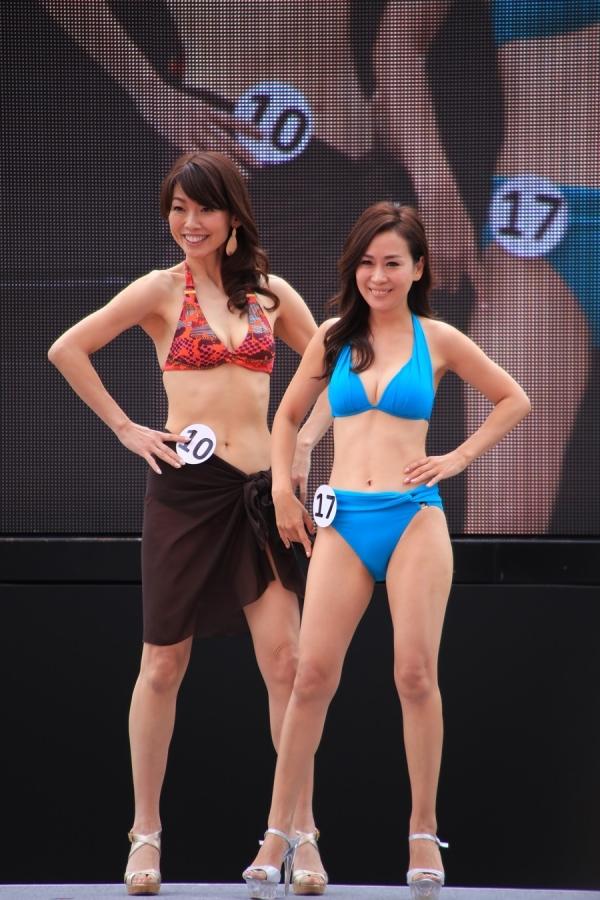 美魔女コンテストエロ画像 細身な美熟女の水着姿55枚の001枚目