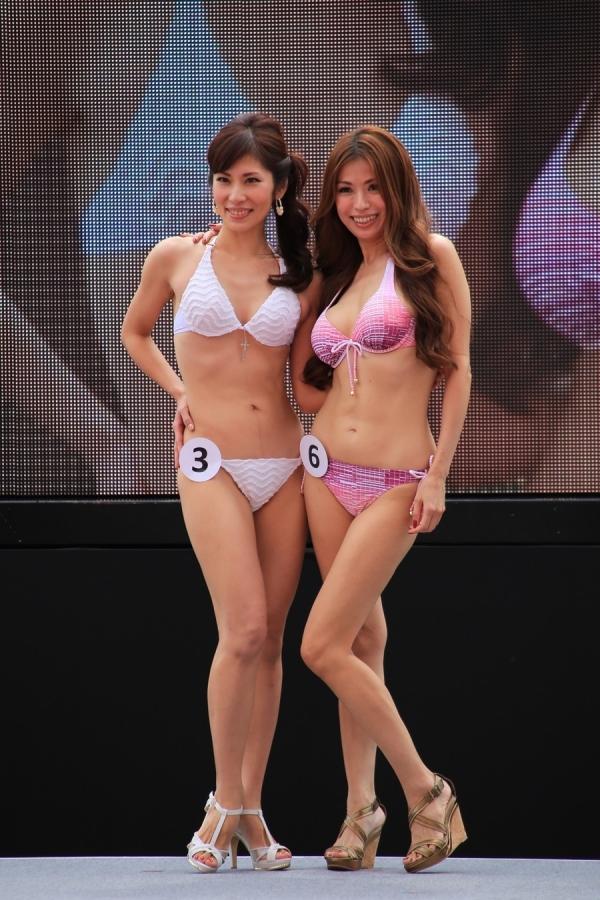 美魔女コンテストエロ画像 細身な美熟女の水着姿55枚の002枚目