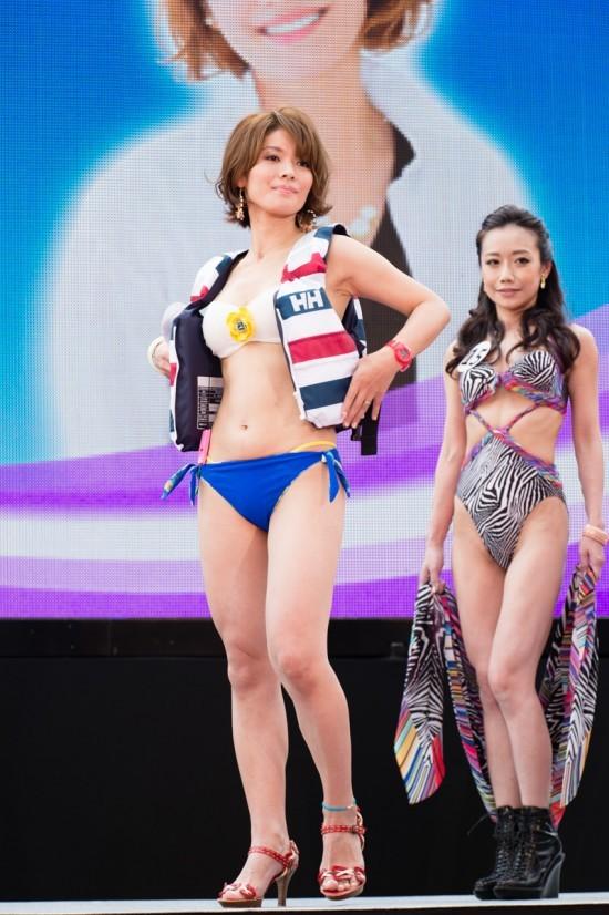 美魔女コンテストエロ画像 細身な美熟女の水着姿55枚の005枚目