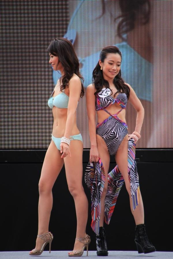 美魔女コンテストエロ画像 細身な美熟女の水着姿55枚の007枚目
