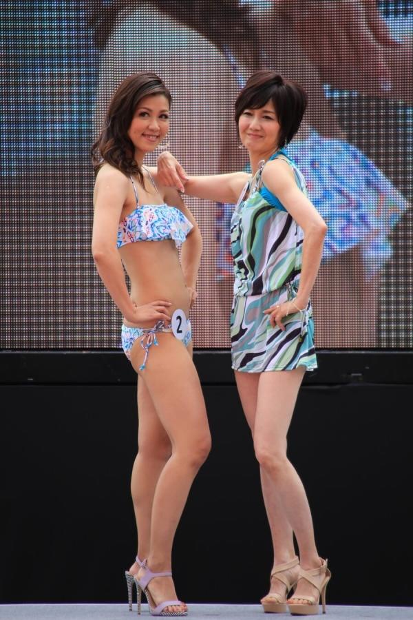 美魔女コンテストエロ画像 細身な美熟女の水着姿55枚の009枚目