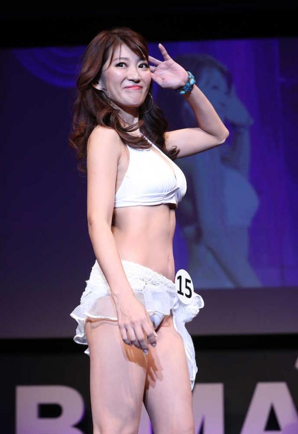 美魔女コンテストエロ画像 細身な美熟女の水着姿55枚の034枚目